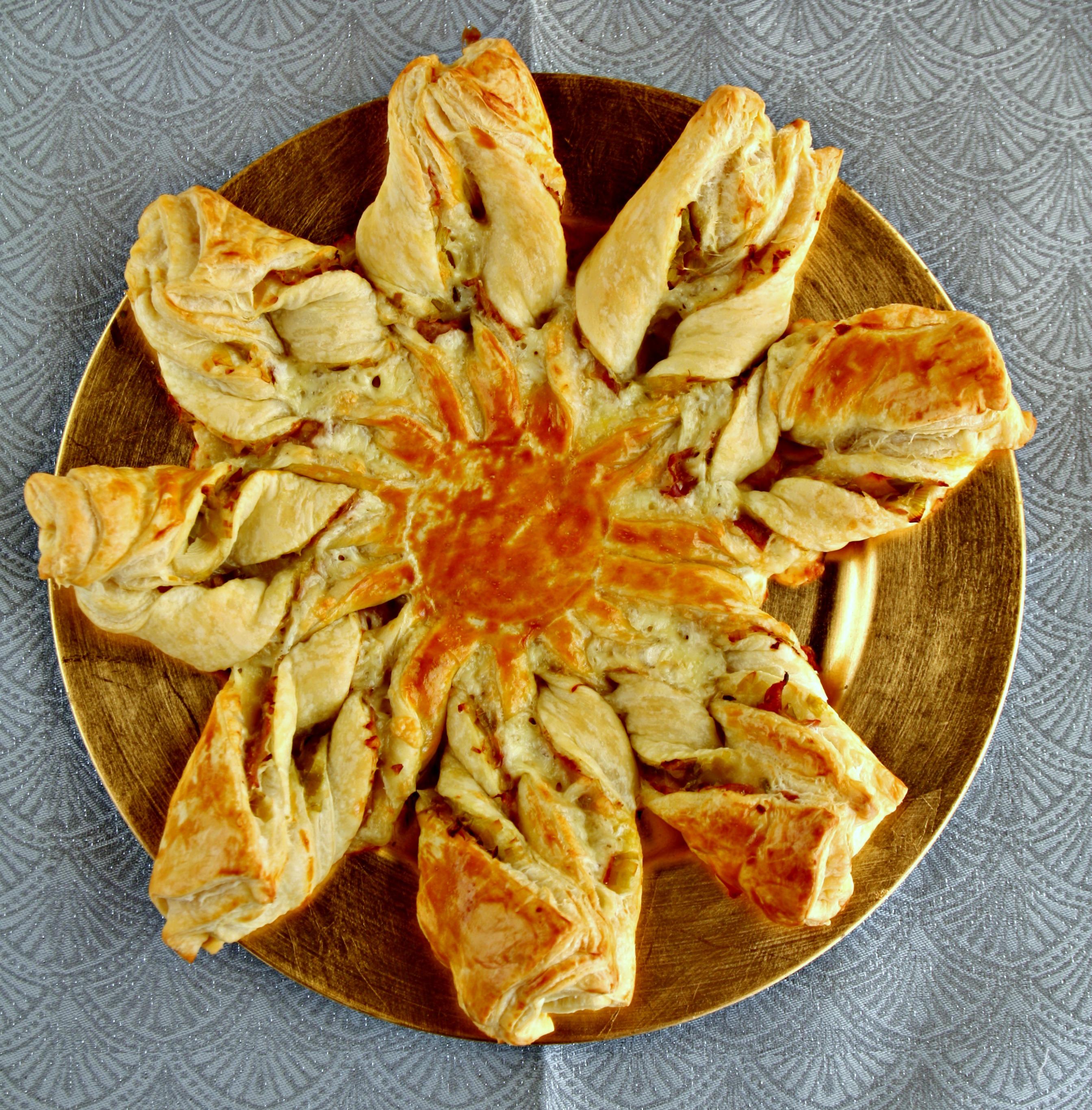Torta Salata Stella Di Natale.Stella Di Sfoglia Ai Porri Speck E Fontina