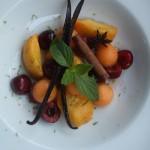Frutta cruda-cotta con sciroppo speziato