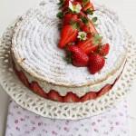 Dessert alle fragole, crema vaniglia-mascarpone biscuit alle mandorle