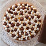 Sablé bretone, ganache gianduia, panna montata al cioccolato bianco e vaniglia, croccantino di arachidi