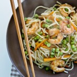 Noodles cinesi con verdure, mazzancolle e Balsoy