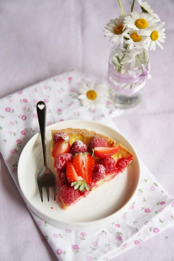 crostata con creme brulée e frutti rossi