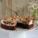Torta divina al cioccolato, con meringa e nocciole