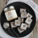 Biscotti al cacao e crema di mandorle