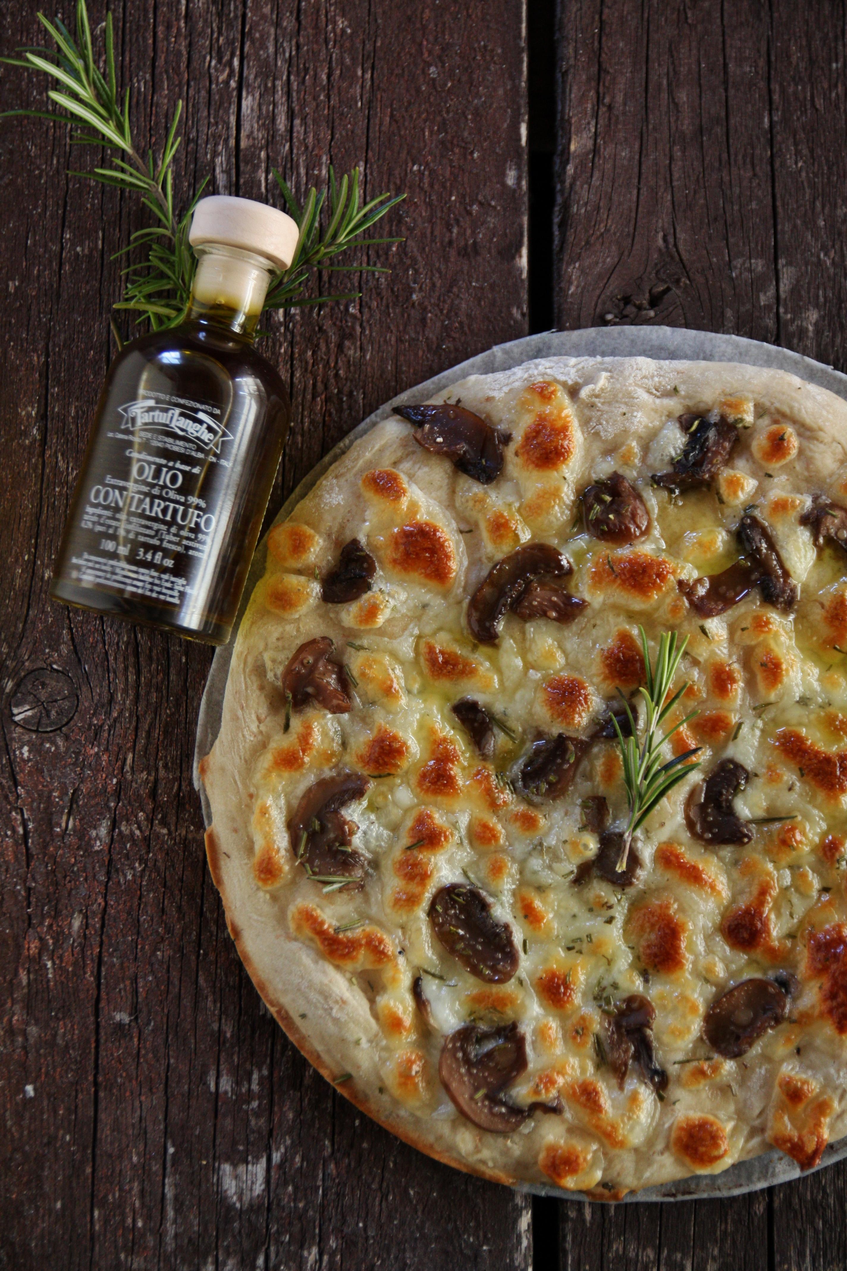 pizza ai funghi rosmarino e tartufo