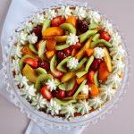 Naked cake alla panna e frutta fresca