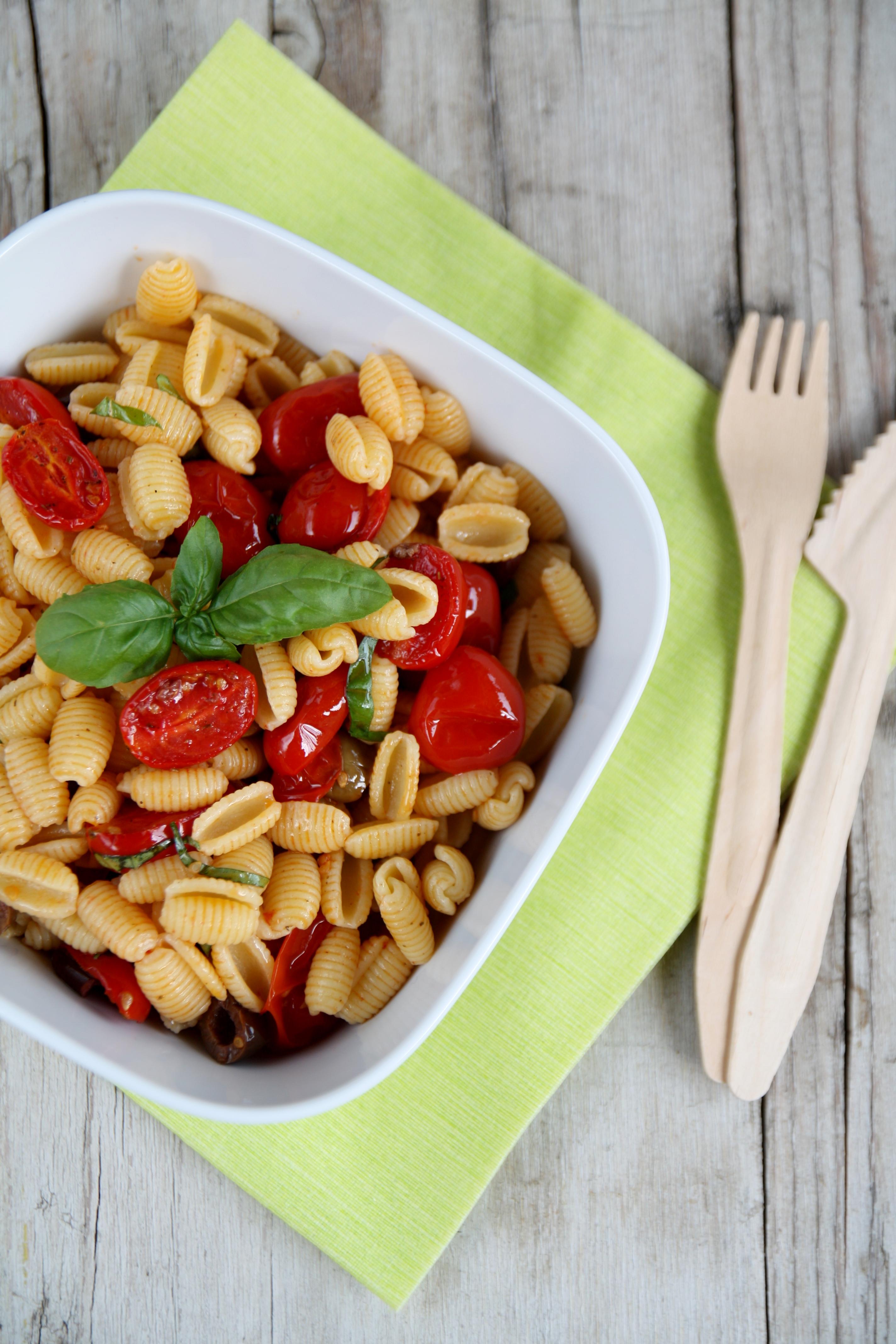 Insalata di gnocchetti sardi, pomodorini, olive Taggiasche e basilico
