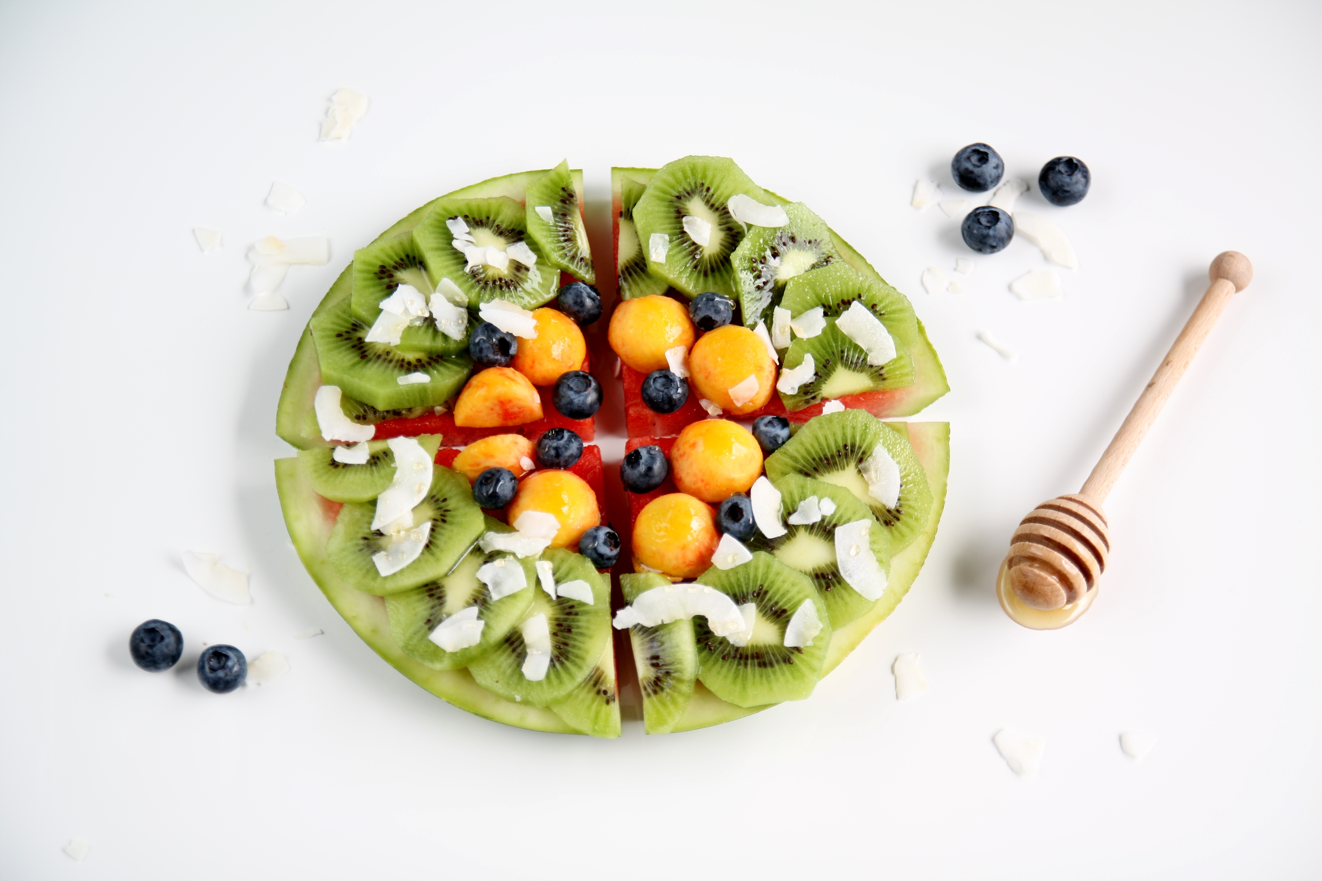 Torta di anguria con kiwi, nettarine e mirtilli