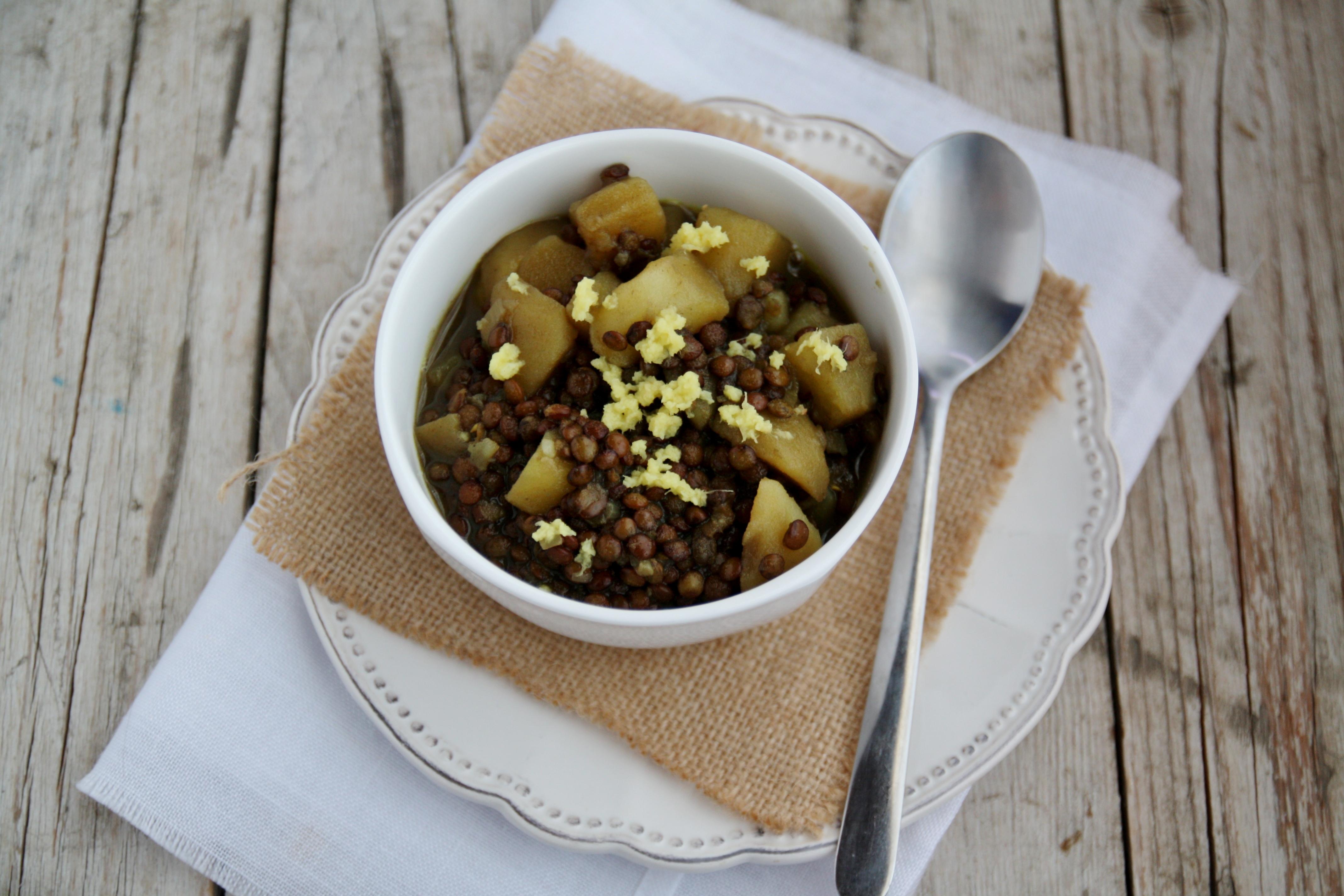 Zuppa di lenticchie di Puy e patate al curry