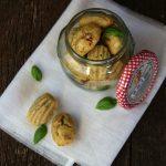 Mini madeleine con crema di carciofi e pomodori secchi