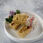 Barrette con crema al pistacchio e quinoa soffiata