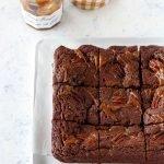 Brownie al dulce de leche e noci pecan